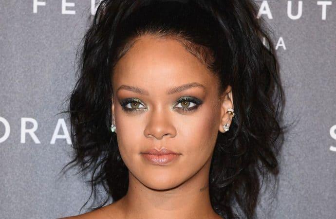 Rihanna Heads To South Africa