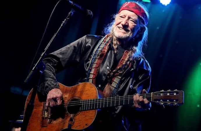 Willie Nelson's Band Injured in Tour Bus Accident